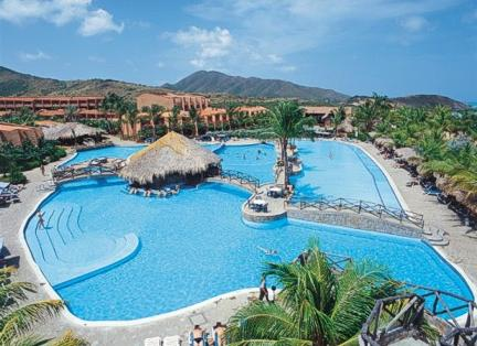 Piscina Costa Caribe Beach Hotel & Resort en Margarita
